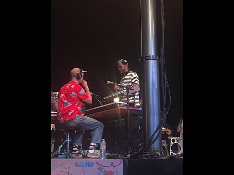 Frank Ocean and Buddy Ross performing a broken down version of Nikes 💙 💛