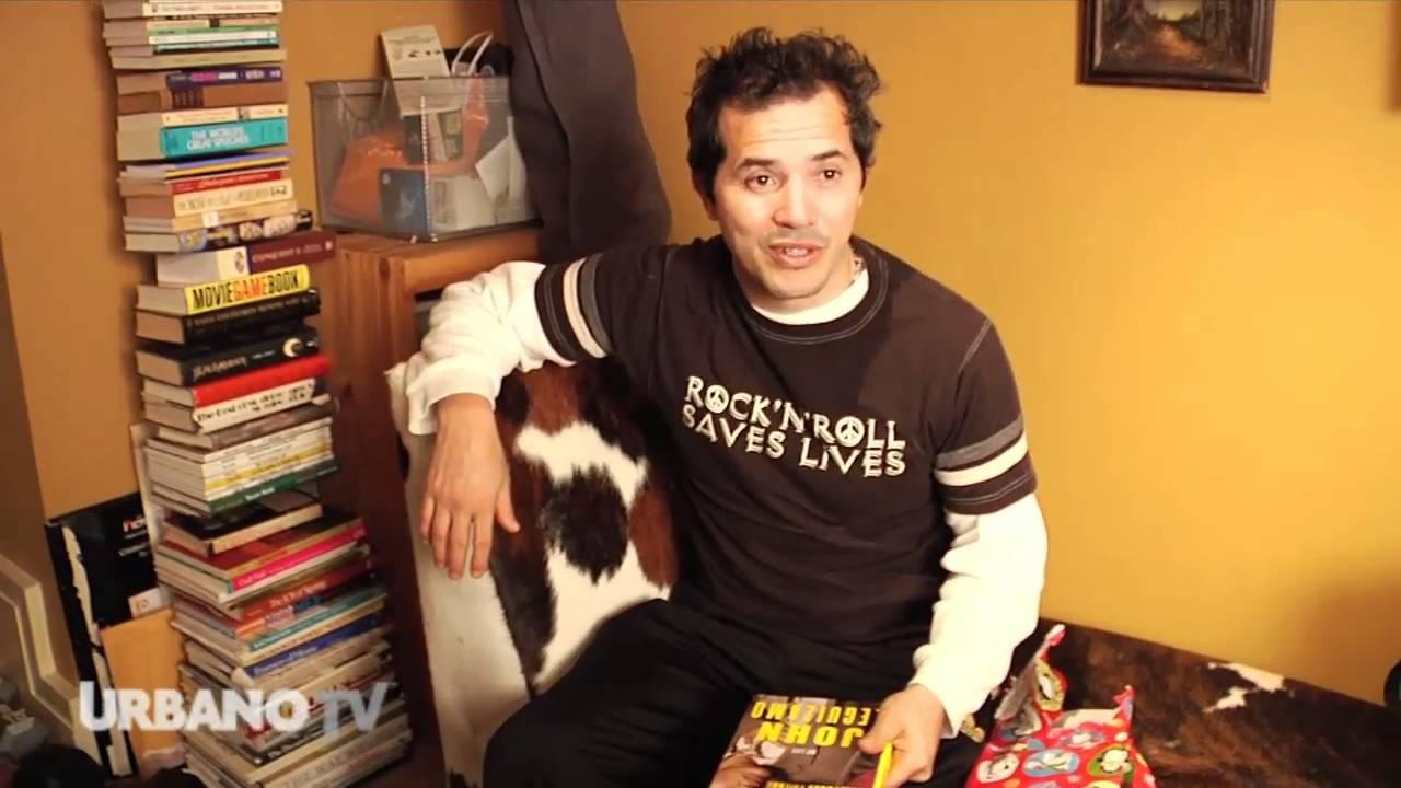 JOHN LEGUIZAMO GETS BOOKS FOR CHRISTMAS!?!?!? - YouTube