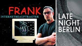 Klaas Heufer-Umlauf übergibt Frank Tonmann das Internet | Late Night Berlin | ProSieben