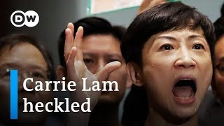 Hong Kong pro-democracy lawmakers heckle Carrie Lam off the podium | DW News
