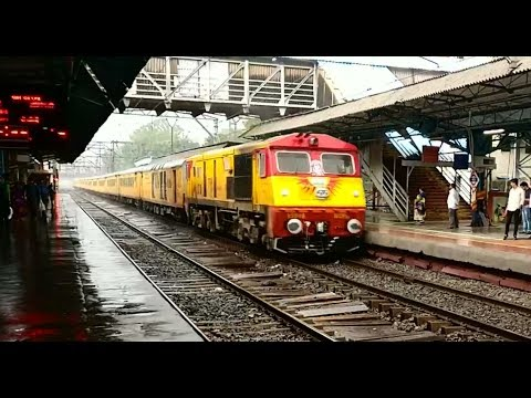 TEJAS EXPRESS : Ultimate Star of Indian Railways : India's First High Speed Luxurious Train in RAIN