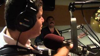 Alfredito Olivas canta