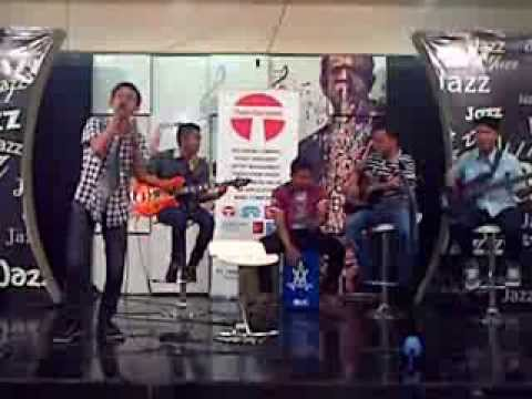 D'masiv - Natural (cover Vheternal band @Tamini Squer foodcort, Acoustic)