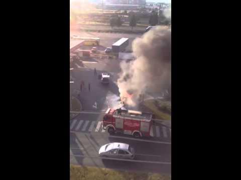 Izgorjelo vozilo Pošte Crne Gore