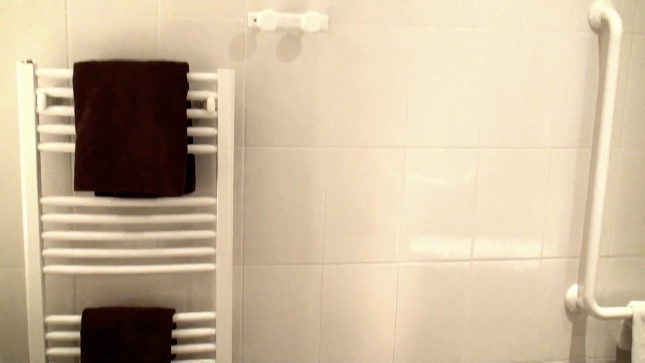 H tel le grand turc salle de bain chambre personne mobilit r duite youtube - Salle de bain personne a mobilite reduite ...
