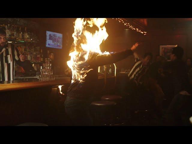 【911】调酒师失误,女顾客瞬间烧成火人,所有人都跑了……《紧急呼救S2-12》