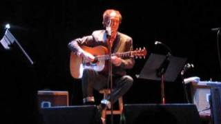 Ray Davies plays