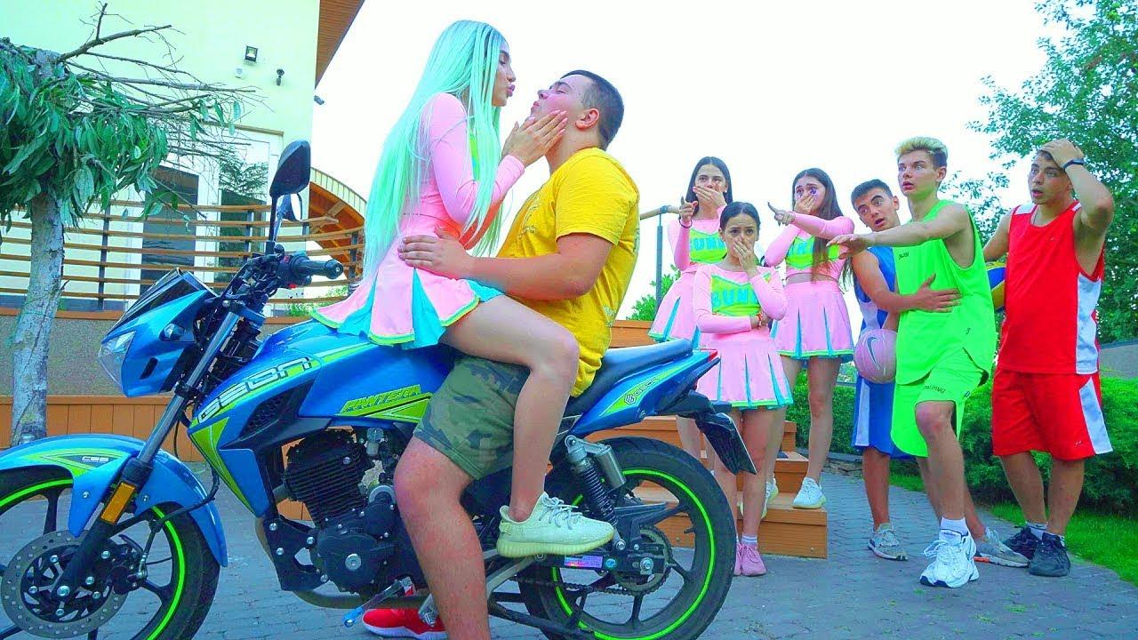 Први пољубац Дајане и Костика! | Бивши дечко је веома љубоморан!