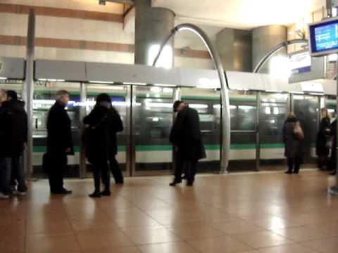 PARIS metro ligne 14 station BNF Tolbiac  25 II 2010 my film Piotr Napierała