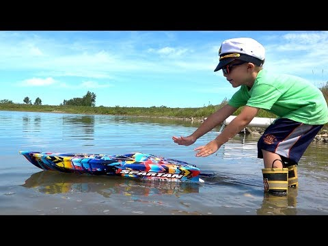 RC ADVENTURES - NEW Capt. MOE & his 1ST HUGE SPEED BOAT Experience - TRAXXAS SPARTAN #ProudParenting
