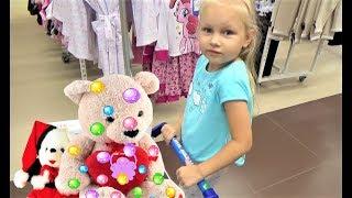 Алиса купила ИГРУШКИ в Детском МИРЕ для детей !!! Buying toys in baby shop for kids