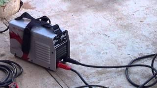 Небольшой обзор сварочных инверторных аппаратов 7  / P1120443 xvid(Сварочный инверторный аппарат Интерскол ИСА-160/7,1 включен через сеть с пониженным напряжением., 2014-08-03T12:04:09.000Z)