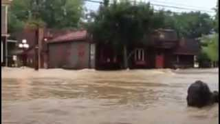 Waters rise during flash flood in Woodstock, Virginia