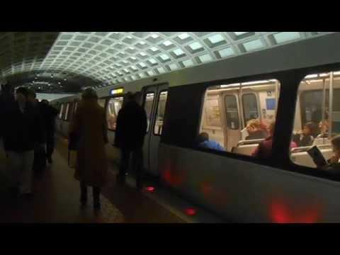 DC Metro (WMATA): Franconia bound Blue line train at Farragut West