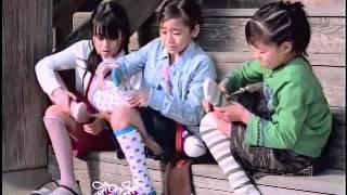 階段左から 青柳知里、佐藤珠里(メインの子)、斉藤舞花.