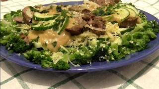 Теплый салат из брокколи с куриной печенью